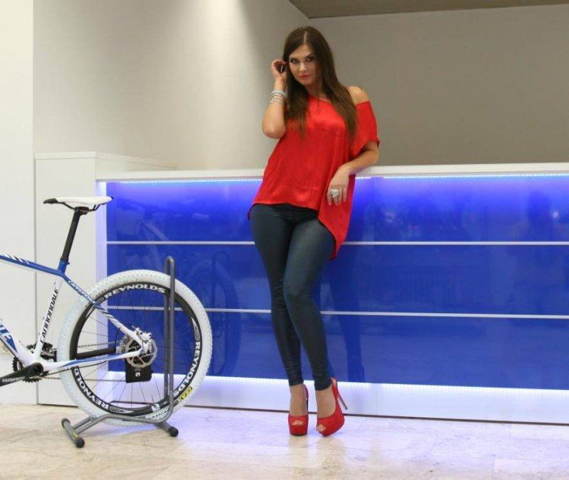 Blaue Empfangstheke für den Fahrrad - Profi Roland Kaczmarek